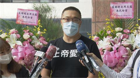 快新聞/朱學恒送白色花籃到指揮中心 民進黨:違背了台灣人的善良