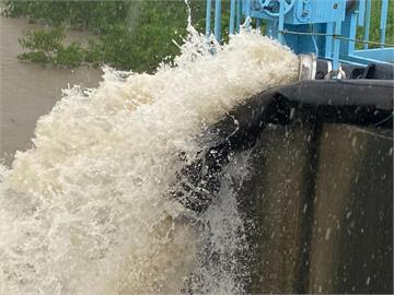 六龜4天降下1301.5毫米 高雄遭遇莫拉克颱風後最大降雨!