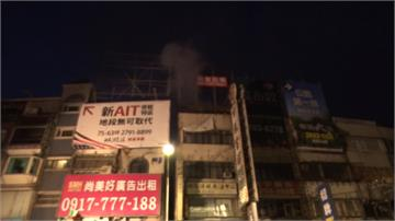 內湖頂加公寓凌晨竄濃煙 1住戶嗆傷送醫