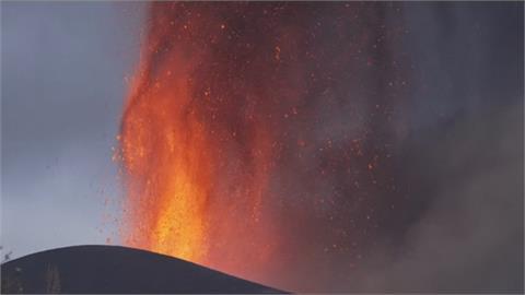 岩漿所至 萬物吞噬! 西班牙火山島噴發第4天 社區街道面目全非