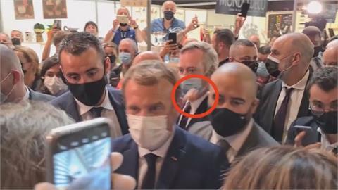 6月才被搧耳光!法國總統馬克宏又遭蛋襲 想找抗議男問原因