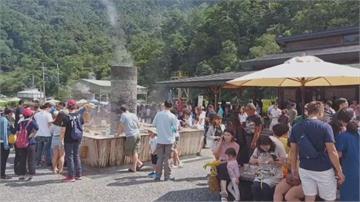 太平山上湧進四千遊客!一進一出管制回堵一公里多