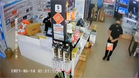 男子趁店家不注意 偷走架上名貴手機