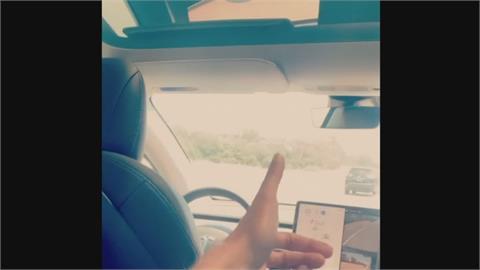 美特斯拉車主危險駕駛遭逮 稱已後座「開車」2年