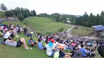 報復性旅遊!遊客「沙丁魚式」湧入武嶺避暑