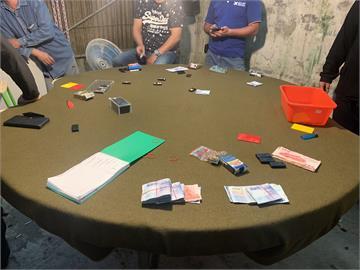 快新聞/萬里郊區藏職業賭場 警一舉逮捕負責人與賭客22人