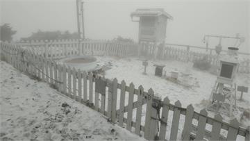 快新聞/玉山7時5分降下「3月雪」! 降雪一小時積雪3公分