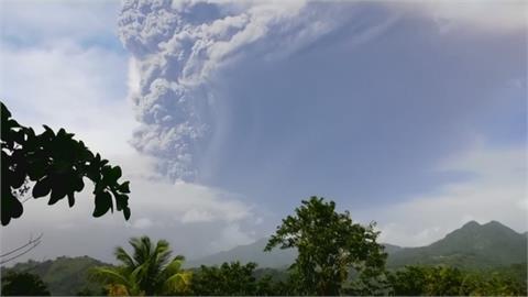 索夫瑞火山又噴發 4天以來最劇烈! 持續關閉領空 局部地區斷水、斷電