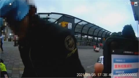 警民合作逮毒蟲!公園警匪追逐 民眾:以為在拍片