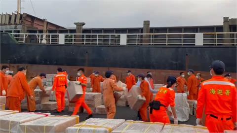 海巡署破獲雜貨輪藏私菸 初估市價上億
