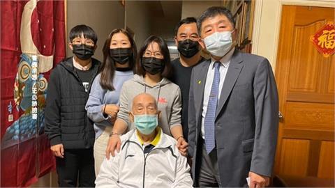 一家七口染疫康復出院 護理師自責壓力大