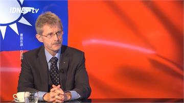 「台灣是獨立自由國家」 捷克議長專訪秀台灣國旗