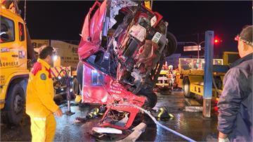 曳引車搶黃燈未禮讓 消防車撞上釀1死4傷