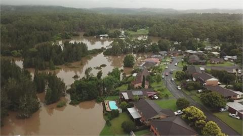 新南威爾斯暴雨洪災 民宅屋頂掀 大壩溢出