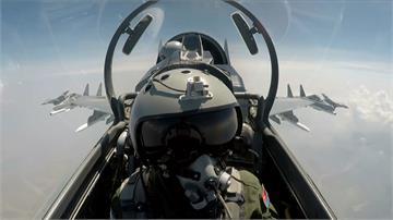 蘇愷-30下降壓制 我軍機立即拉升戰術占上風