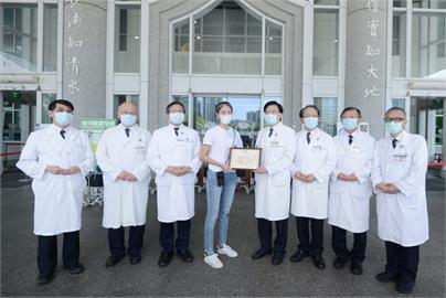 快新聞/賈永婕捐便當、贈救命神器 台北慈濟醫院讚:人美心更美