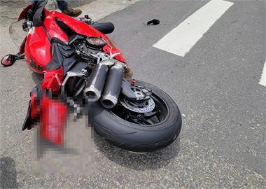 快新聞/地上留50公尺剎車痕!「百萬重機」騎士疑車速過快重摔送醫不治