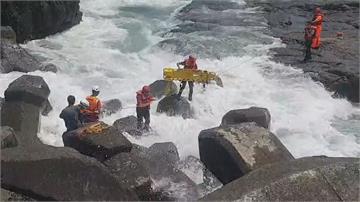 海神「甩尾」大溪漁港瘋狗浪捲釣客  整排釣客被捲入海 4死1命危5輕重傷