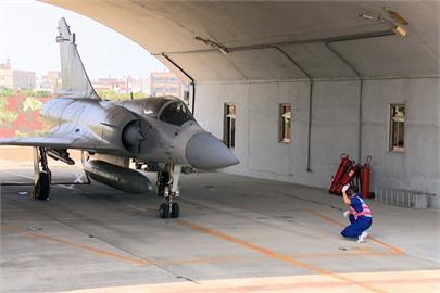 快新聞/幻象2000戰機訓練時突故障 緊急放棄起飛人機均安