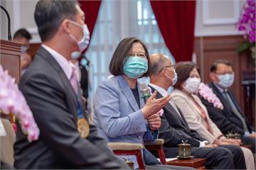 快新聞/蔡英文接見模範勞工 承諾訂立最低工資法讓調整機制更穩定