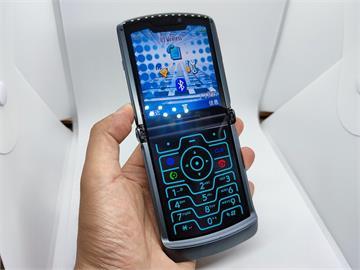 3C/我手裡不是手機 是我的回億 moto razr 5G 初體驗