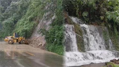 豪大雨襲擊!阿里山公路邊坡變瀑布 落石坍方路毀工程急搶救