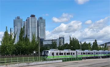快新聞/「史上最美區間車」10月底來台 台鐵通勤新車外型亮眼