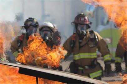 公公在家抽紙菸菸蒂還在垃圾桶悶燒 網:火神很危險快戒菸