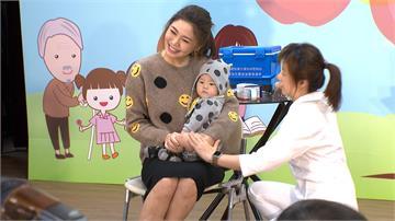 第三階段公費流感疫苗開打 白家綺攜兒子「小斗宅」宣導
