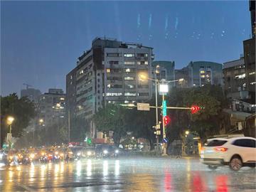 快新聞/雨勢交棒高屏及南部山區 將迎來「時間長」「強度大」降雨