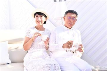 快新聞/柯文哲「野餐節」化身白馬王子 陳佩琪也穿小洋裝同框合照