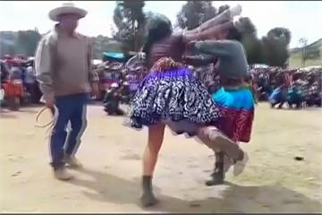 秘魯「定孤支」迎新年 藉打鬥告別不愉快