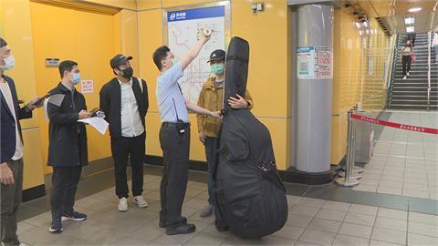 最長邊超過165公分 大型樂器禁進入捷運站 樂手通勤成本增 盼可逐步開放車廂
