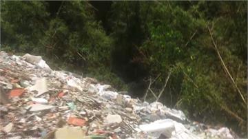 噁! 林邊溪上游遭污染 棄置上萬噸雞豬糞便