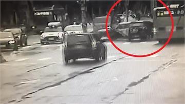 快新聞/北市連環車禍! 女駕駛與小黃擦撞再撞公車 運將乘客2人腿骨折