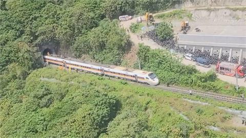紀錄器曝! 工程車早就掉落軌道 列車剎車不及