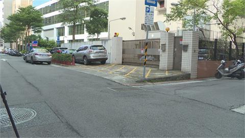駕駛怨沒紅線臨停被開單 警用這條依法開罰