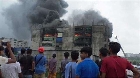 孟加拉食品飲料廠大火燒了1天 釀52死26傷