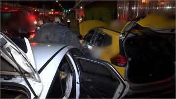 與計程車路口對撞 轎車起火幸駕駛及時逃出