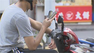 不滿騎車用手機吃罰單 謊報17案惡搞警