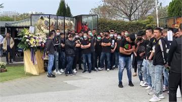 台南黑幫凶殺死者公祭現大批黑衣人 警帶回53名未成年