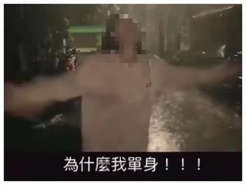 單身妹濕身49秒!大雨中哭喊「是原廠」求愛 網笑翻:人家都騎大改的