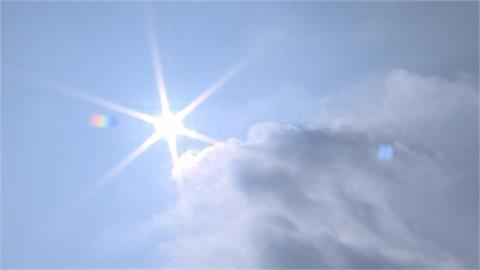 快新聞/入秋首波東北風登場!桃園以北、宜蘭高溫略降 雙颱最新路徑曝光