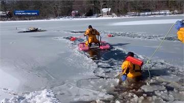 主人為救狗狗跌進結冰湖泊 消防隊驚險救援過程曝光