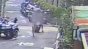清潔阿姨包包被劫 外送員挺身相助抓賊
