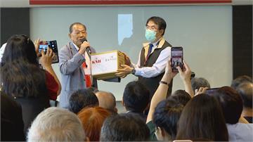 「口罩國家隊」發揮愛心康那香捐贈台南醫護 學生百萬片口罩