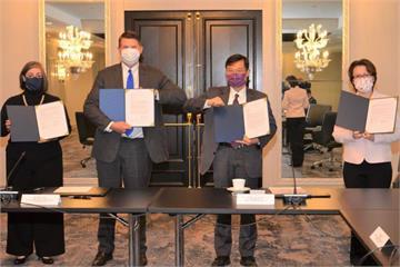 快新聞/「台美經濟繁榮夥伴對話」簽署備忘錄蕭美琴臉書分享照片 網友大讚「我台灣我驕傲」