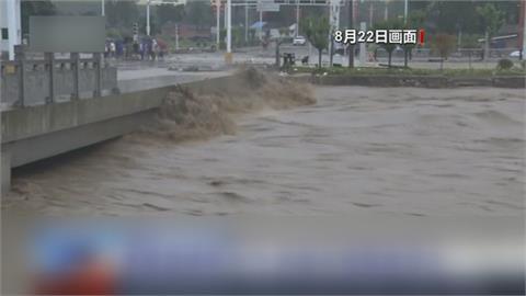 30個暴雨紅色預警同時生效 中國淹怕了!鄭州高架橋秒變停車場