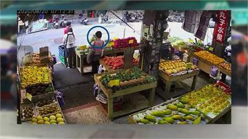 婦趁亂摸走四樣水果 店家清點短少 損失約兩千元
