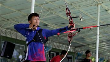 羅偉旻反曲弓射箭摘金  與女友陳以瑄相互打氣